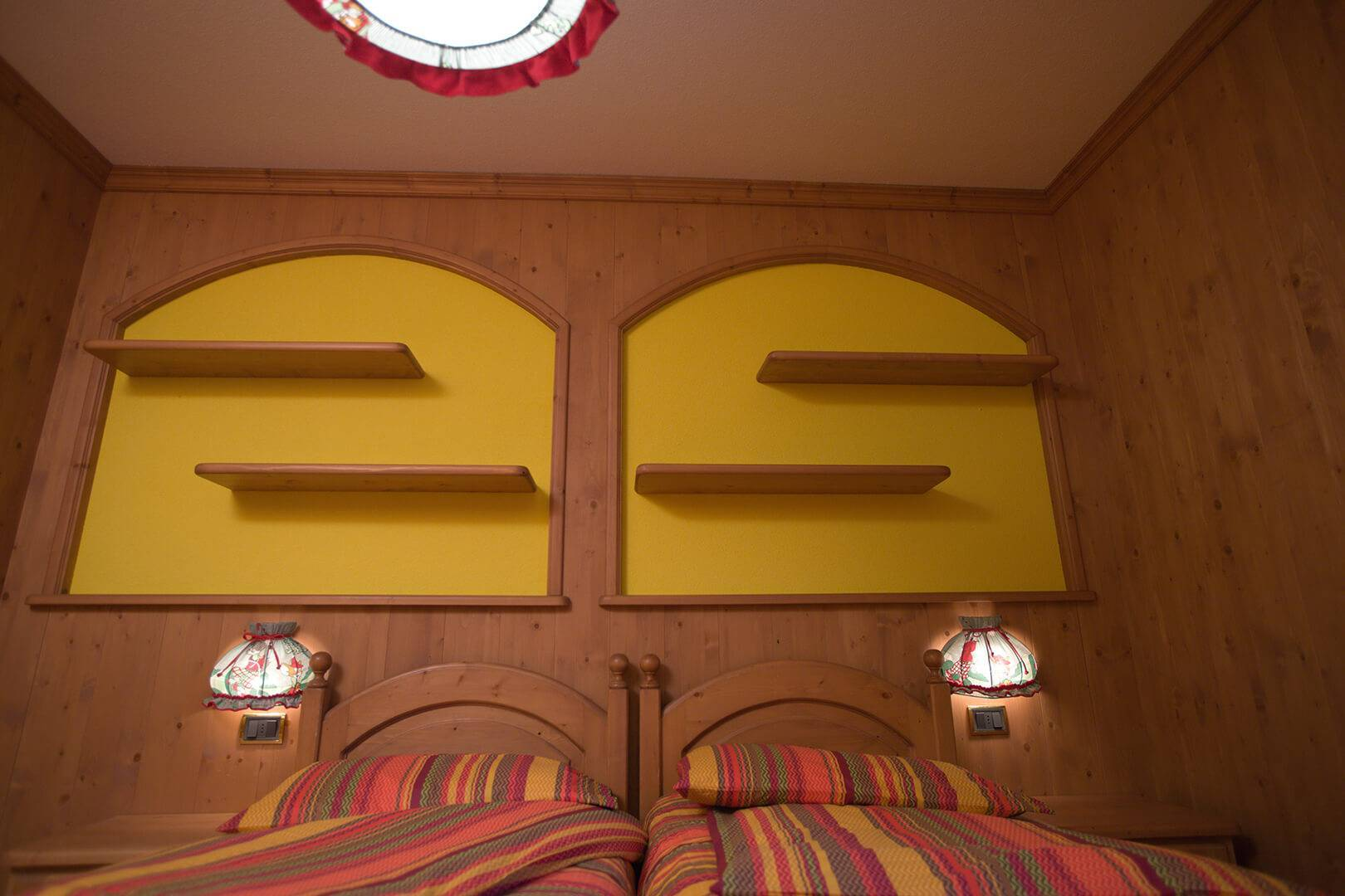 Giallo Apartment bed