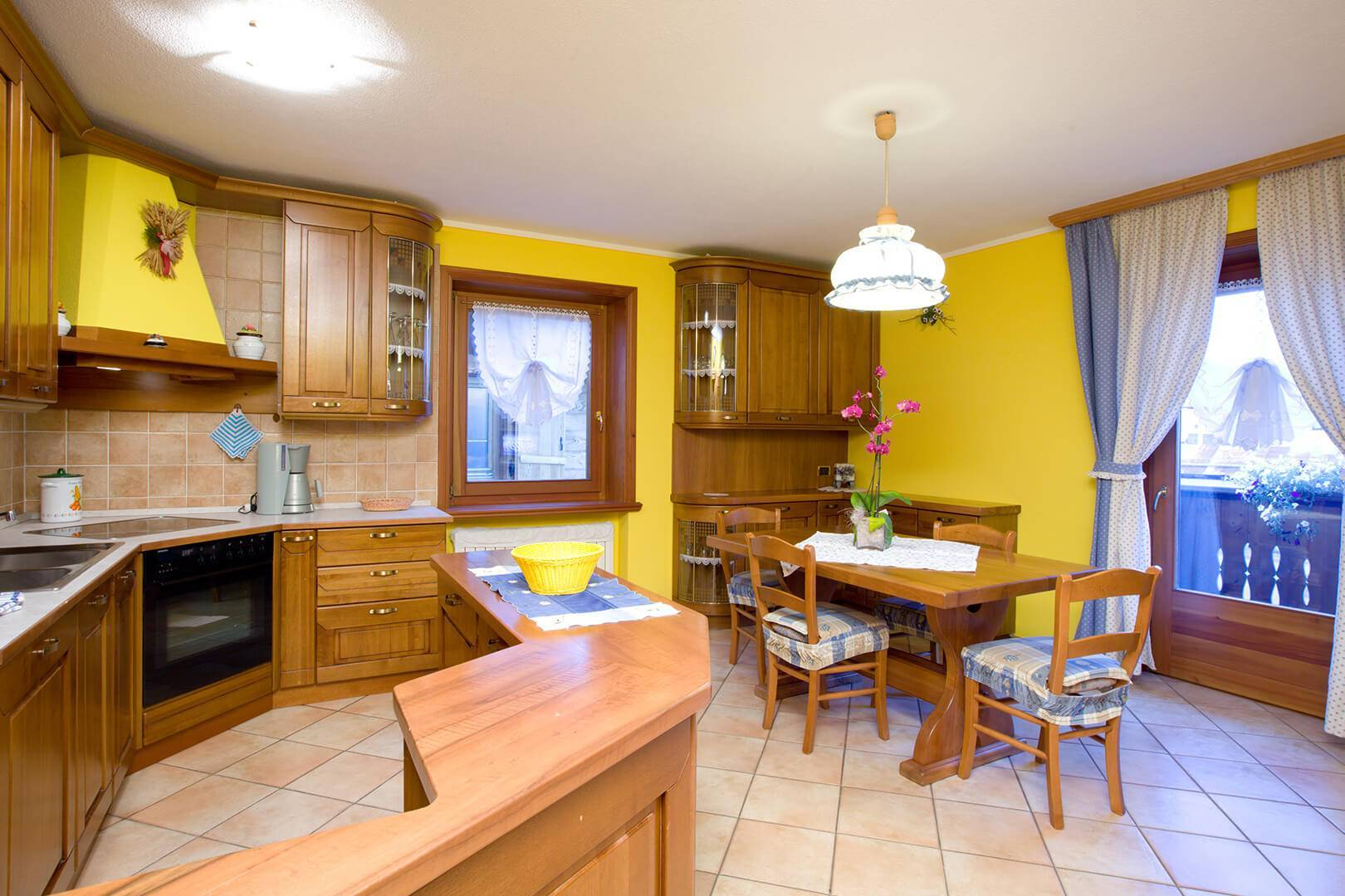 Kitchen island in the Giallo Apartment